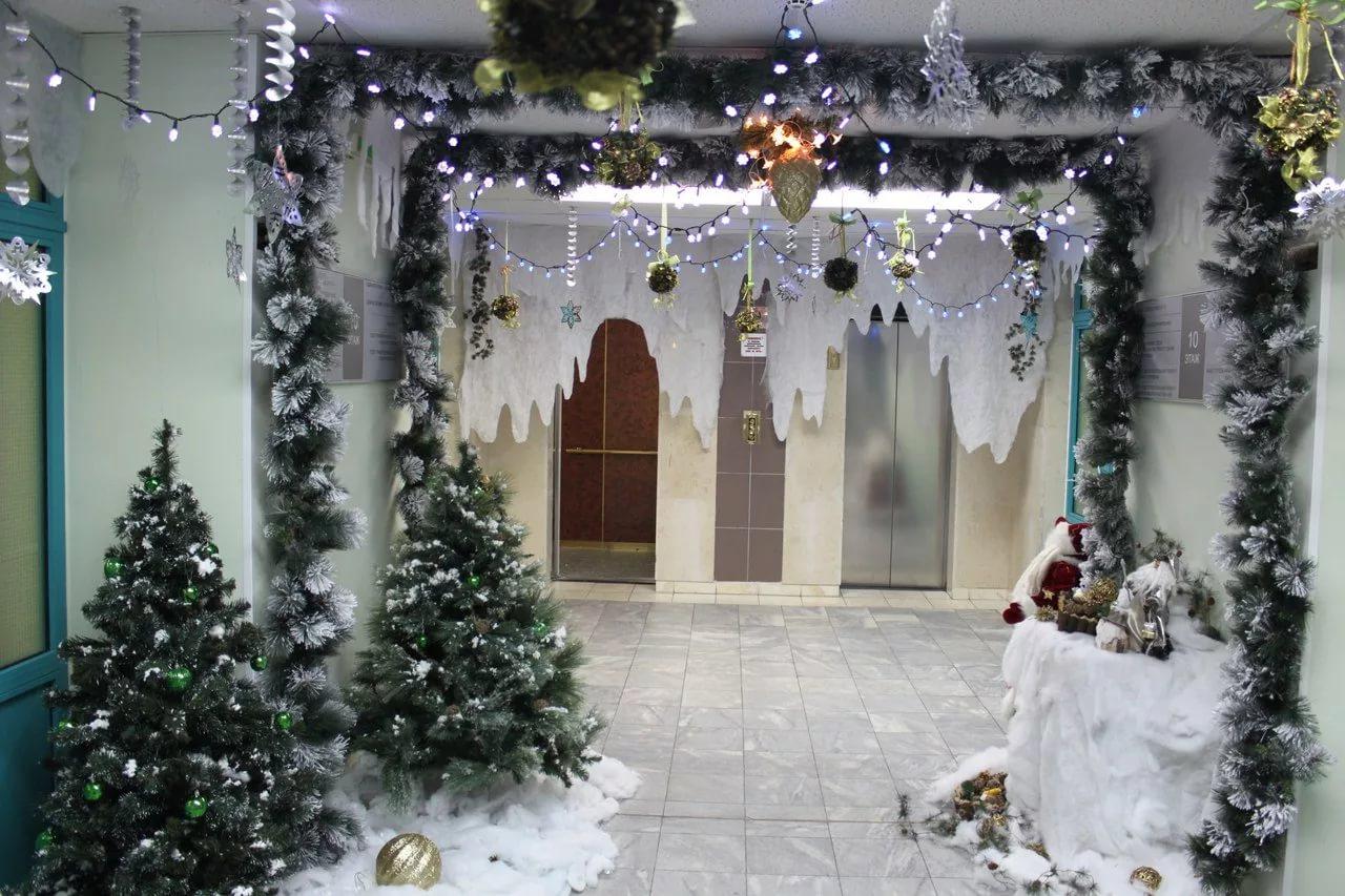 Украшение дверей арок к новому году рисунок 1