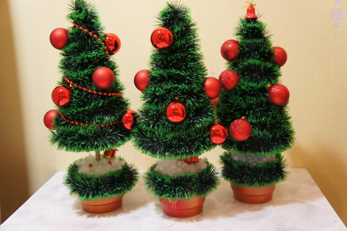 Новогодние елочки из мишуры
