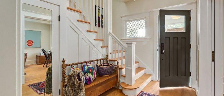 Дизайн коридора в доме с лестницей фото 3