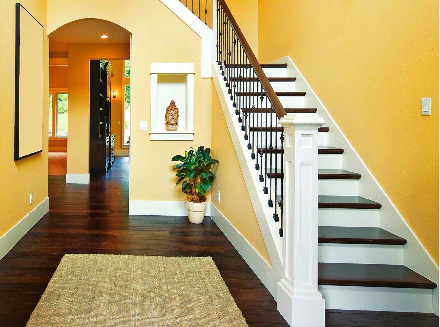 Дизайн лестницы большой прихожей 1