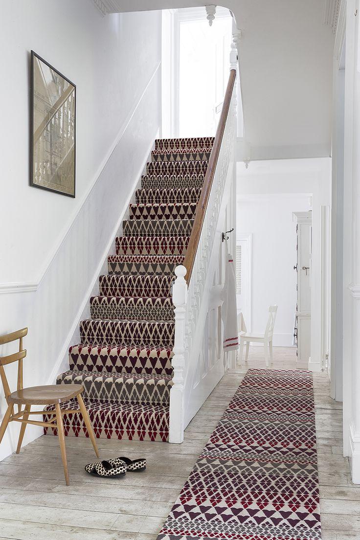 Дизайн лестницы в доме на второй этаж 1