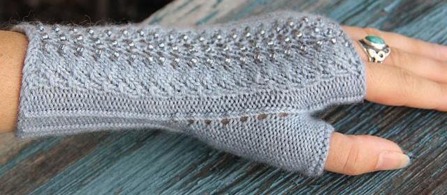 perchatki-kruchkom-svoimi-rukami Перчатки крючком: схемы и описания для начинающих с фото и видео, вязание перчаток без пальцев