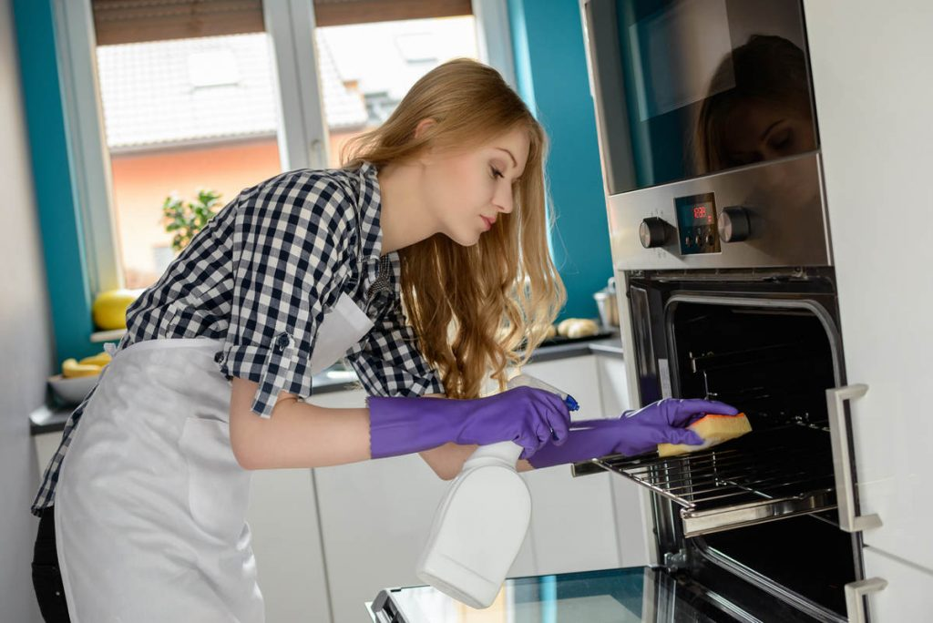 Как быстро и эффективно отмыть духовку
