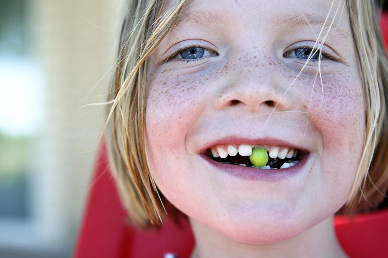 До скольки лет выпадают зубы у детей