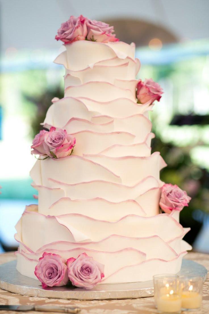 Свадебный торт срюшами