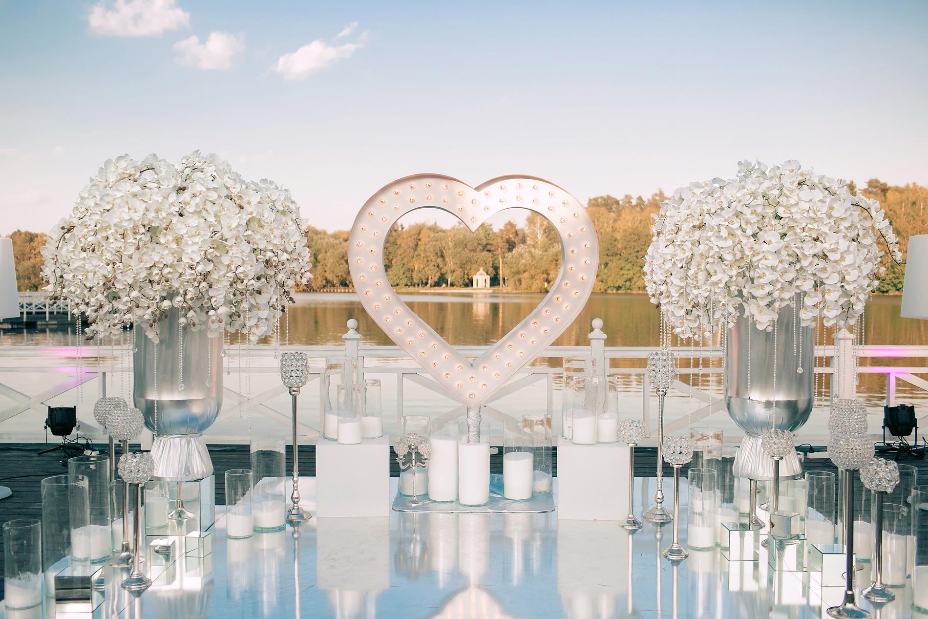 Минималистичный свадебный декор