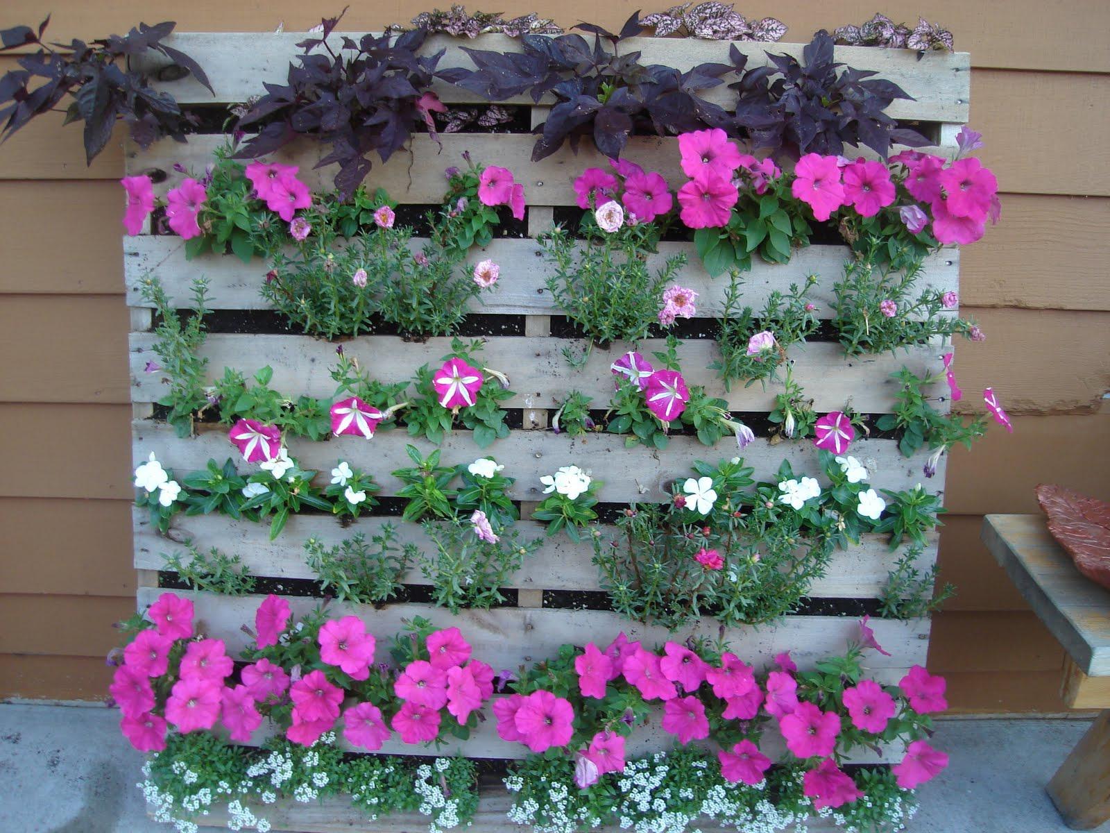 Цветники из дерева