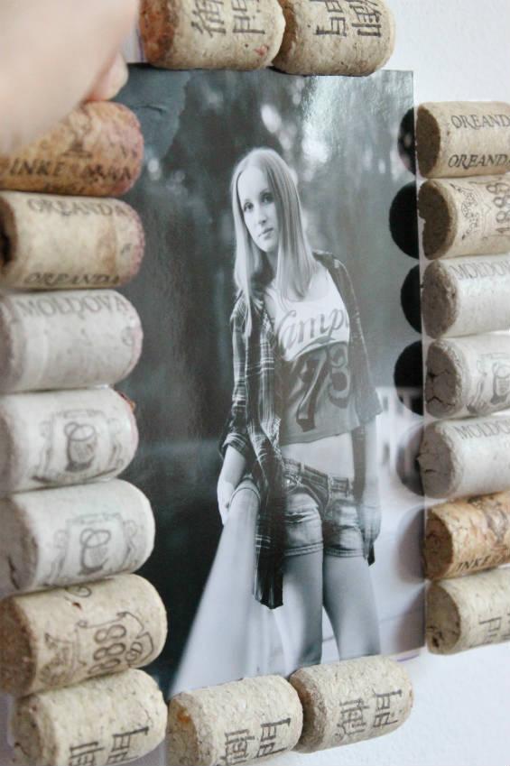 Рамка для фотографий из винных пробок