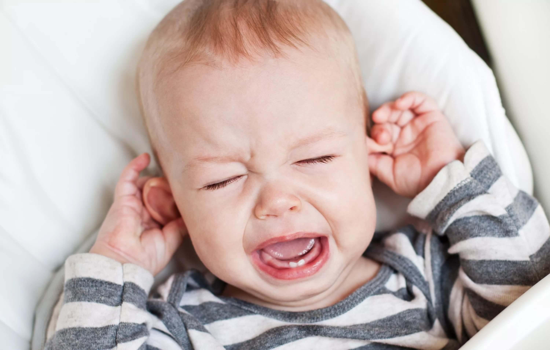 симптомы боли в ухе