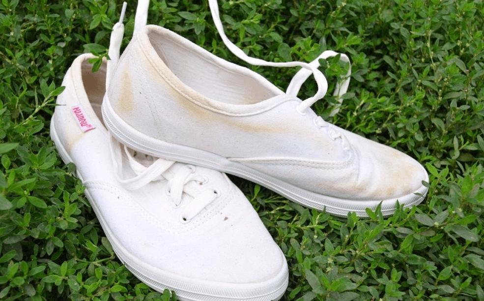 Как отбелить белые кеды от желтых разводов