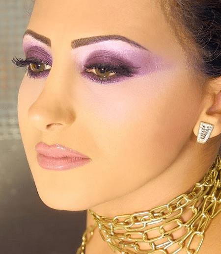 makiyazh-dlya-karih-glaz-bryunetok-vybor-tsveta-kosmetiki-i-ee-pravilnoe-nanesenie2019-02-11